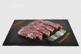 La meilleure façon de cuire les côtes d'agneau découverte est de les griller à vive température.
