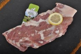 Epigramme d'agneau sans os dégraisser, peut être accompagnée d'aromates. Au grill l'èté, un goût et d'une tendreté que vous ne trouverez nul par ailleur.