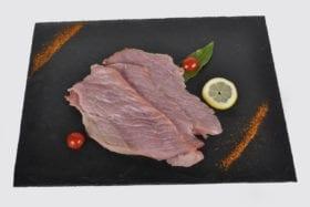 L'escalope de veau,c'est un tranche fine découpée uniquement dans la noix, la sous noix ou la noix pâtissière. C'est une viande tendre et très maigre.