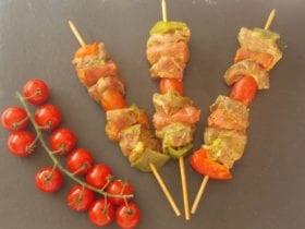 Les brochettes d'agneau sublimeront vos barbecues.Découpées dans le coeur du milieux de nos meilleurs gigots, Elles seront également délicieuses simplement passées au grill.